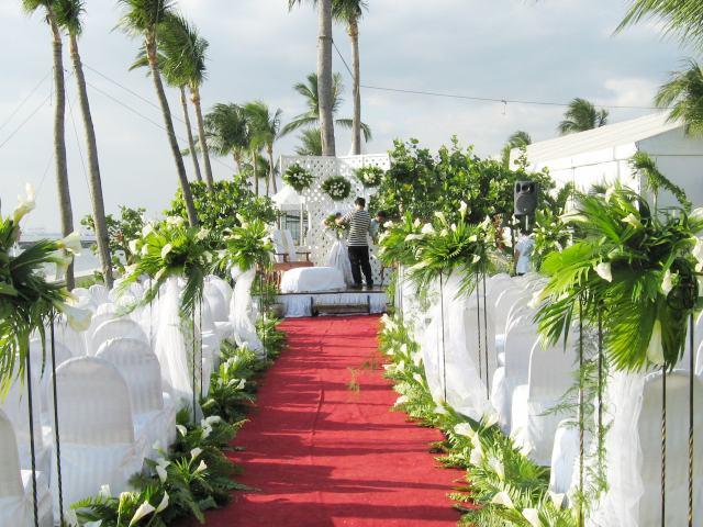 Arreglos para fiestas de casamiento y ramos florales.