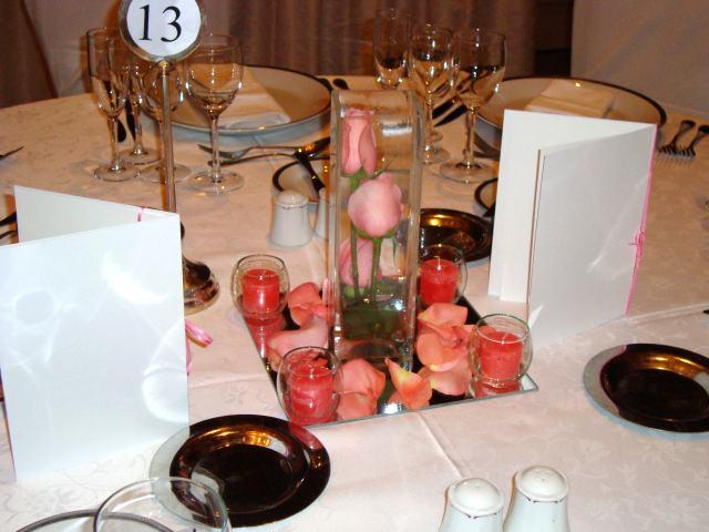 con centro de flores para novia o 15 años, centro de mesa con