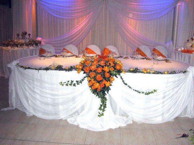 Salones para eventos y fiestas con decoracion y ambientacion con flores.