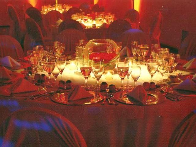 Decoracion salones con flores telas globos mlu decoracion for Decoracion salones
