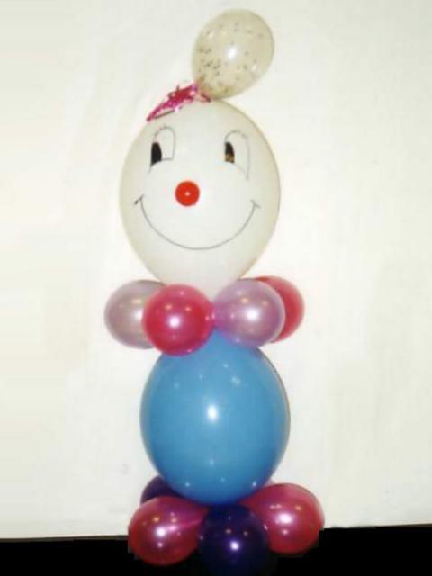 de salones con globos y esculturas de payaso