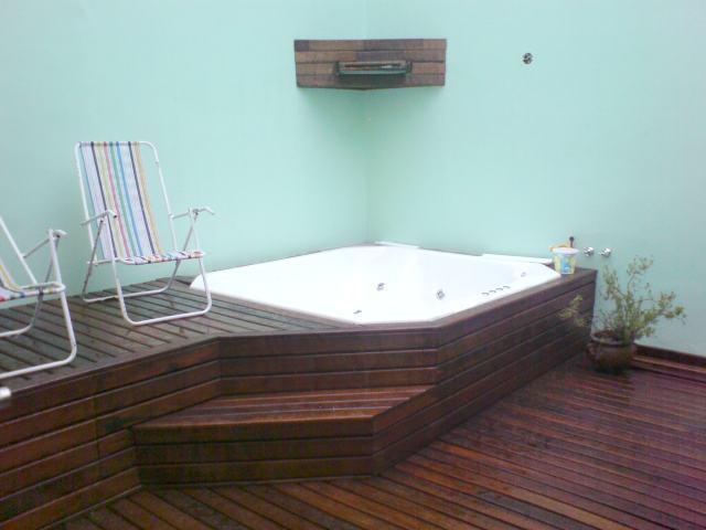 Dise o de deck para instalacion caminos madera en jardines for Casa de jardin de madera